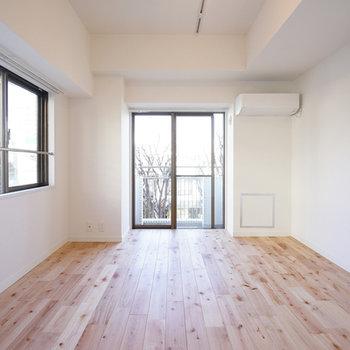 光に当たった無垢床はとってもきれい※写真はイメージ