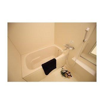 お風呂も清潔感のあるもの※写真は別部屋