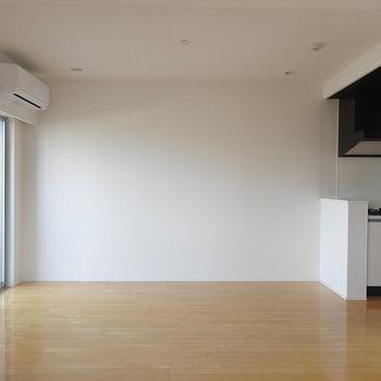 【LDK】広々な空間※写真は8階の同間取り別部屋のものです