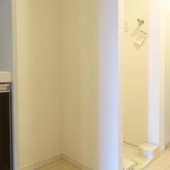 冷蔵庫すっぽり収まりそう ※写真は別部屋です