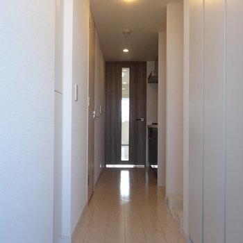 スマートな廊下 ※写真は別部屋です