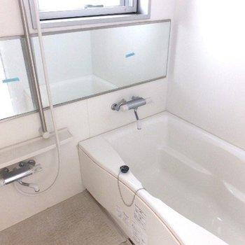 ゆったりサイズ、窓のあるお風呂!※写真は前回募集時のものです