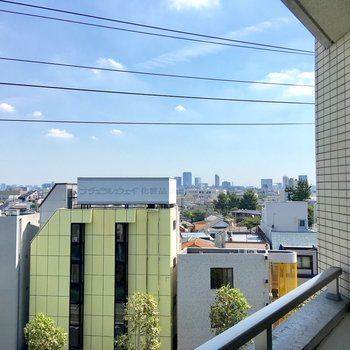 右を向くと渋谷が見えます。