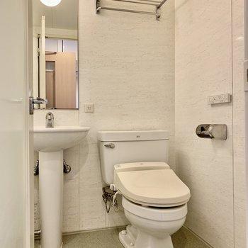 トイレはそのお隣に。