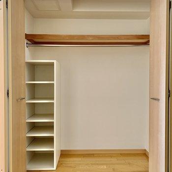 【LDK】棚も付いて小物も整理できそうです。