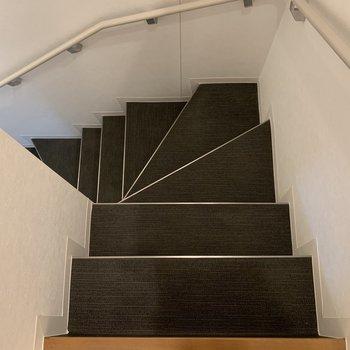 いよいよ階段で地下に・・・