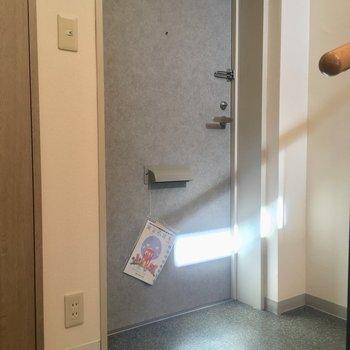 玄関はこちら!※写真はクリーニング前です