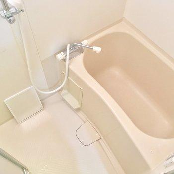 バスルームはシンプルに※写真はクリーニング前です