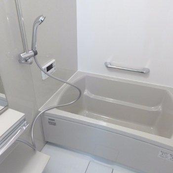 お風呂も綺麗ですね!
