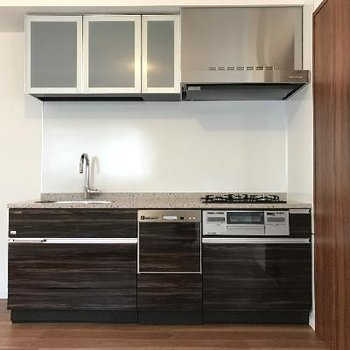 立派なキッチン※画像は1401号室ものです