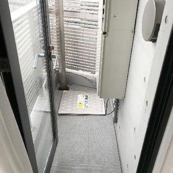 コンパクトなバルコニー※画像は1401号室ものです