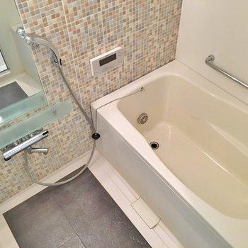 お風呂のこのタイルがとってもおしゃれなんです!