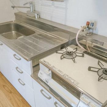キッチンは既存を利用し、ガスコンロは新品設置します!