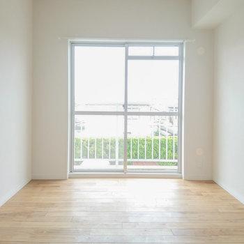 各洋室に窓ありますよ♪こちらは7帖の洋室