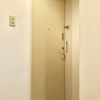 玄関は白基調です!