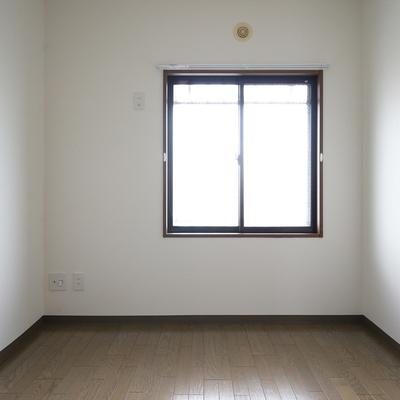 廊下を挟んで5.5帖の洋室に!