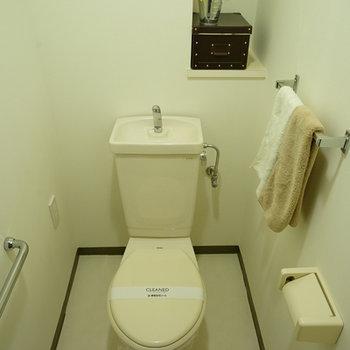 トイレも広々個室です!