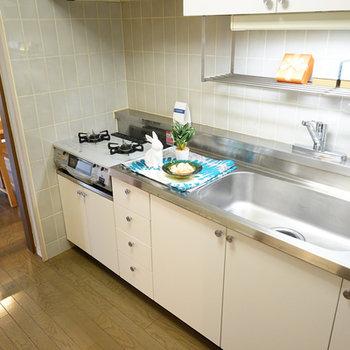 キッチンはゆったりサイズの2口ガス!