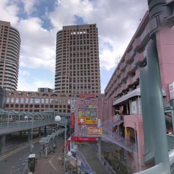 関西スーパーやドラッグストアなど駅自体もとても充実しています!