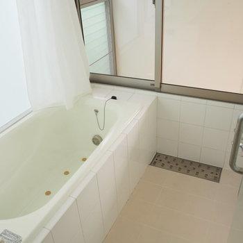 お風呂はクリア!大きくてゆったり出来ます