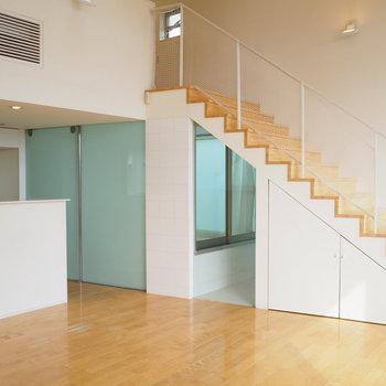 階段が美しい!贅沢な戸建てです