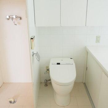 洗濯機置場はロールカーテンで隠せます