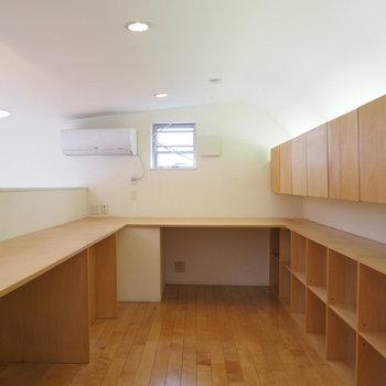 2階ロフト部分の書斎スペース