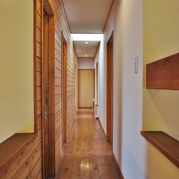 2階廊下。長い・・