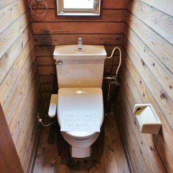 1階トイレにも窓!