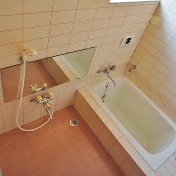 お風呂には窓が付いてます
