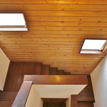 階段で一階へ
