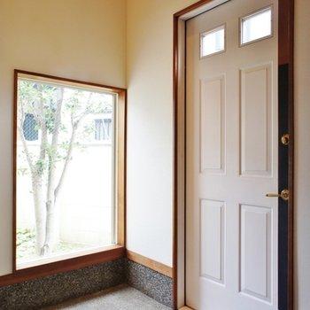 玄関、とてもモダンな雰囲気