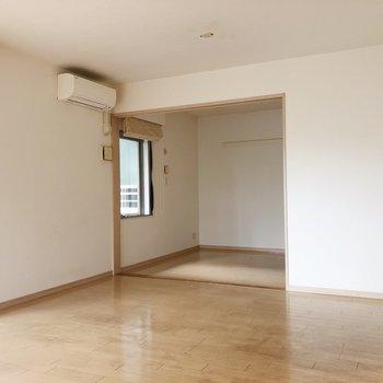 【LDK】お隣の洋室にいってみましょう。