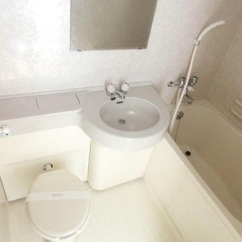 トイレ上に収納あります!