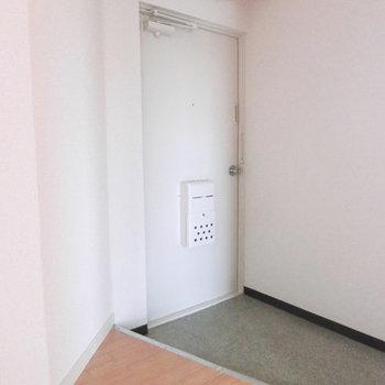 シンプルな玄関!