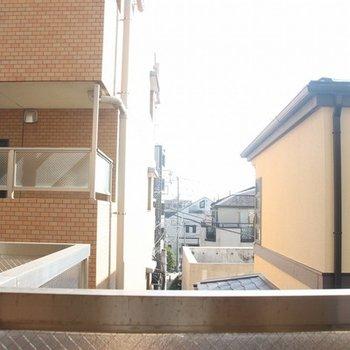 建物の間から遠くの方も望めます。※写真は前回募集時のものです。