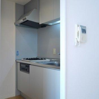キッチンは、少し狭め。