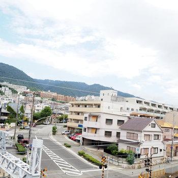 六甲の山々がすぐ近くに見えます。