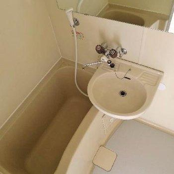 お風呂の鏡が大きい!!そして、更に1ポイント工事予定、、、。
