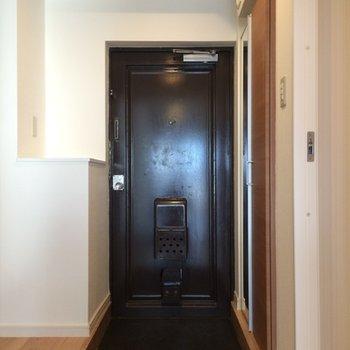 黒のクールな玄関