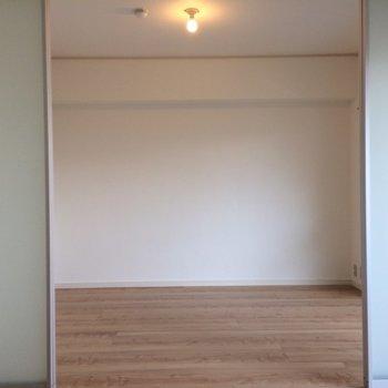 2つの洋室は仕切れます※写真は3階の同間取り別部屋のものです