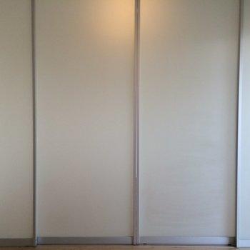仕切ると向こう側は見えません※写真は3階の同間取り別部屋のものです