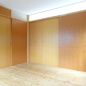 扉を閉めるとプライベートな空間※写真は2階の反転間取り別部屋のものです