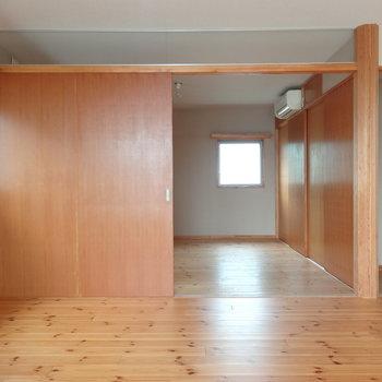 扉一枚が大きい!※写真は2階の反転間取り別部屋のものです