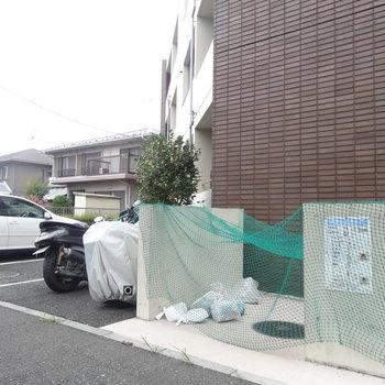 ゴミ置き場・駐輪場・駐車場ありますよ