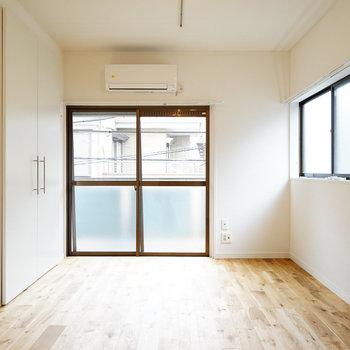 寝室は2面採光で明るい!※写真はイメージです
