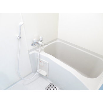 お風呂は白で清潔感◎