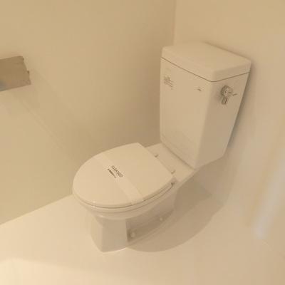 コンパクトで綺麗なトイレ