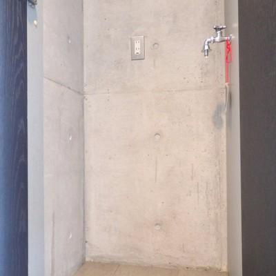 収納の横には洗濯機置き場