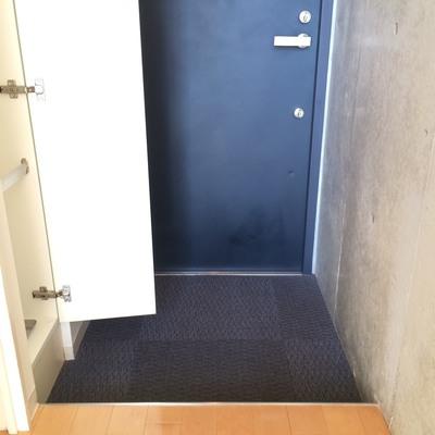 玄関とシューデッキです